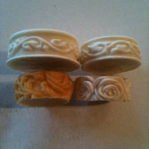 Round moulds with flower edges